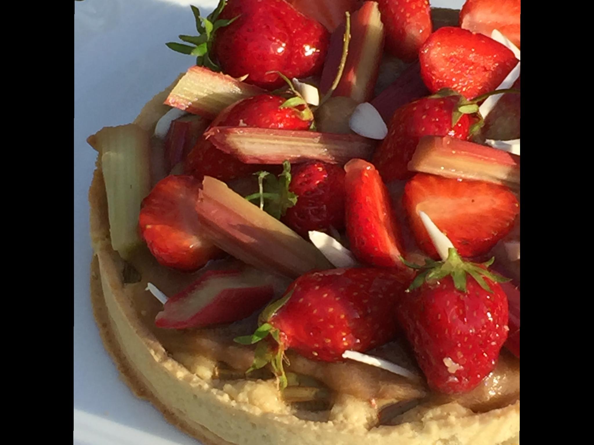Tarte rhubarbe fraise sans gluten, recette de Claire Heiztler