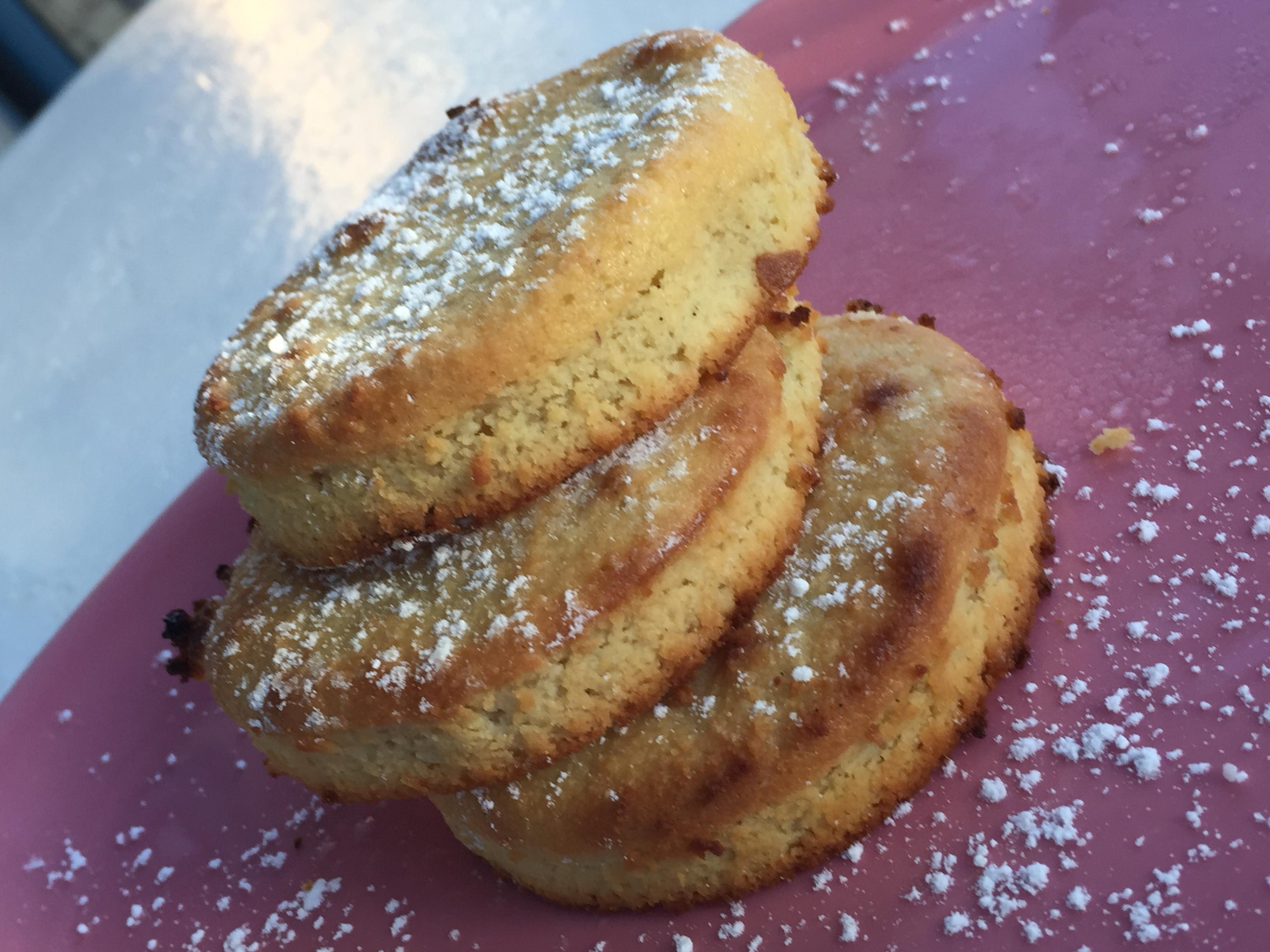 Petits gâteaux caramélisés, à l'amande selon une recette de Philippe Conticini
